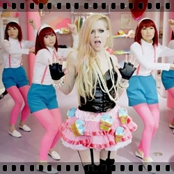 http://avrillavigne.cl/home/images/1-Hello%20kitty.jpg