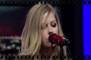 http://avrillavigne.cl/home/images/videoimages/WYWHlivekelly.jpg