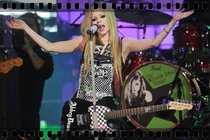 http://avrillavigne.cl/home/images/videoimages/wthmmva.jpg