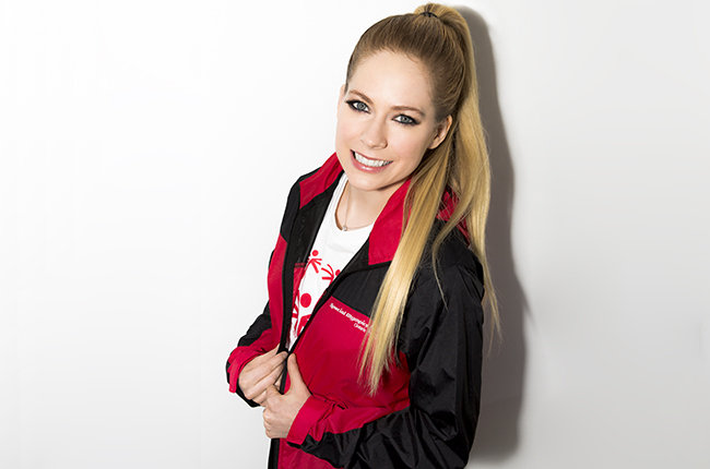 avril-lavigne-press-2015-billboard-650-a